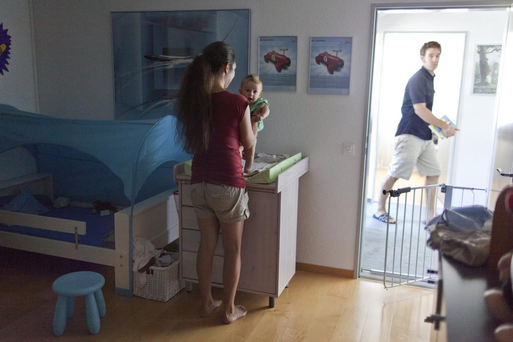 des allocations familiales pour les ind pendants suisse. Black Bedroom Furniture Sets. Home Design Ideas