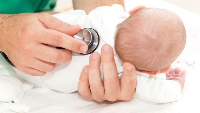 Certains bébés bénéficient d'une surveillance particulière aux soins intensifs. Cello Armstrong Fotolia [Cello Armstrong - Fotolia]