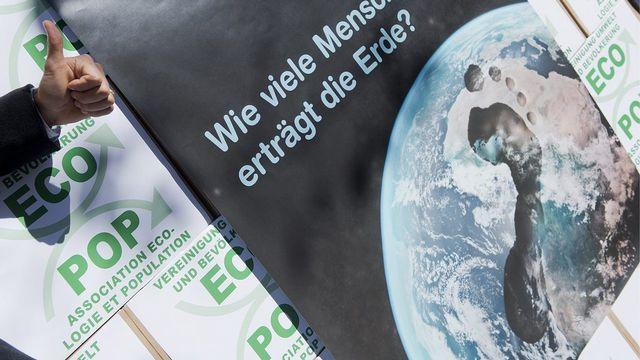 """Le Conseil fédéral recommande de rejeter l'initiative """"Halte à la surpopulation"""" déposée par l'association écologie et population (Ecopop). [Marcel Bieri - Keystone]"""
