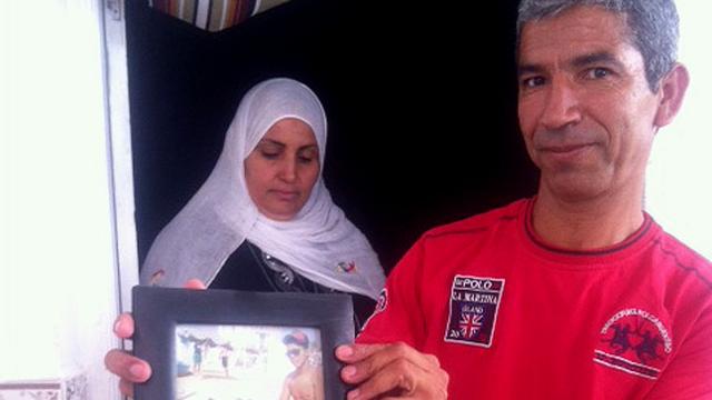 Les parents d'Ayman Bensmida, disparu en mer à l'âge de 17 ans. [Alexandre Habay]