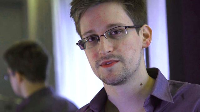 L'ex-employé de la NSA ne pouvant pas se rendre en Suisse, les parlementaires veulent aller à Moscou le rencontrer. [EPA/Keystone ]