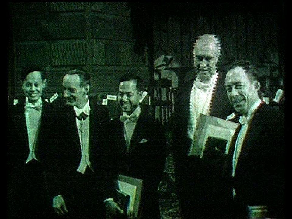 Albert Camus reçoit le prix Nobel de littérature en 1957. [RTS]