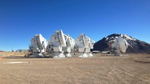 Jeudi 6 novembre: le gigantesque site de télescopes installé dans le désert d'Atacama fête ses 50 ans. [ESO]