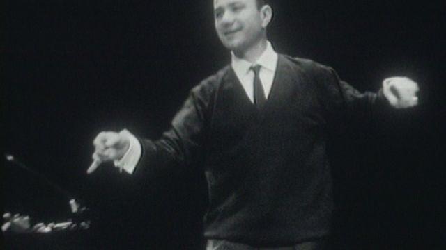Le comique Fernand Raynaud répète. [RTS]