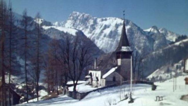 L'église de Rossinière en 1969. [RTS]