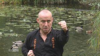 Le Genevois Guillaume Briquet poursuit ses activités de reporter photo et de professeur de Kung-fu [RTS]