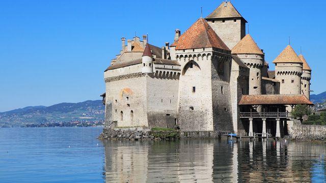 Le château de Chillon, l'un des sites touristiques le plus fréquenté de Suisse. [Kushnirov Avraham - Fotolia]