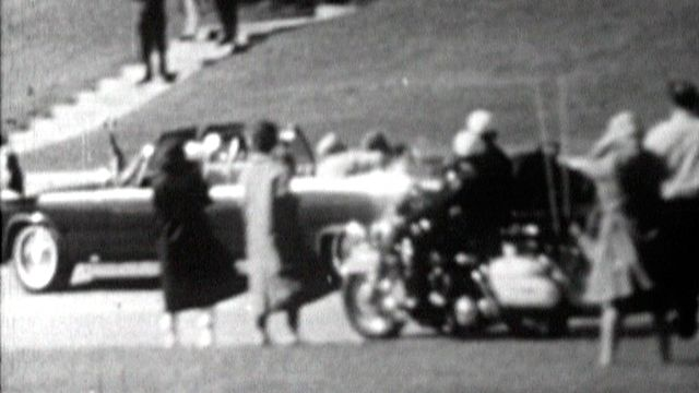 On a tiré sur président John Fitzgerald Kennedy. [RTS]
