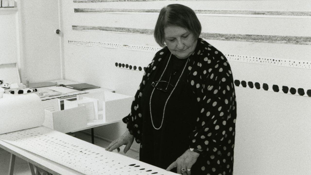 Pierrette Bloch dans son atelier à Paris, en 2002. [Adam Rzepka - Musée Jenisch]