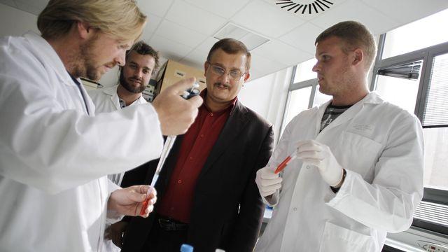La portée des travaux du professeur Séralini est relativisée par certains chercheurs. [AFP PHOTO / CHARLY TRIBALLEAU - AFP]