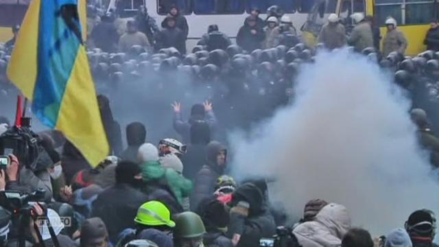 Violences devant le palais du président ukrainien [RTS]