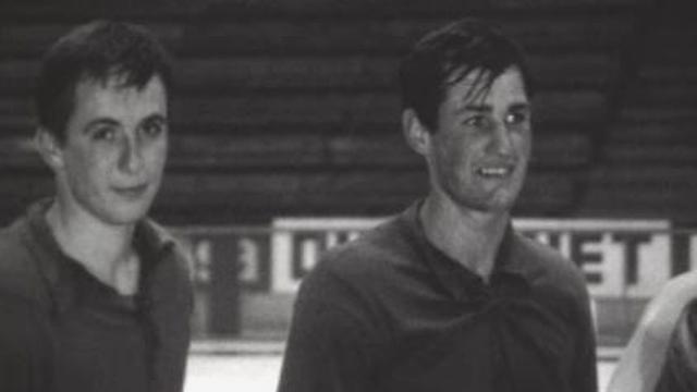 Le Genève Servette HC en 1965, avec sa nouvelle recrue Roger Chappot (à droite). [RTS]