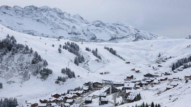 Seules les communes de Val d'Illiez et de Champéry taxent pour l'instant les lits froids. [Maxime Schmid - Keystone]