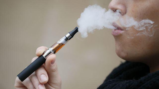Chaque pays conserve sa liberté pour les arômes des cigarettes électroniques. [Kenzo Tribouillard - AFP]