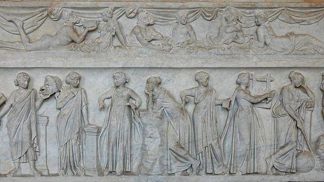 Muses sur un sarcophage au Louvre- [Creative Commons]