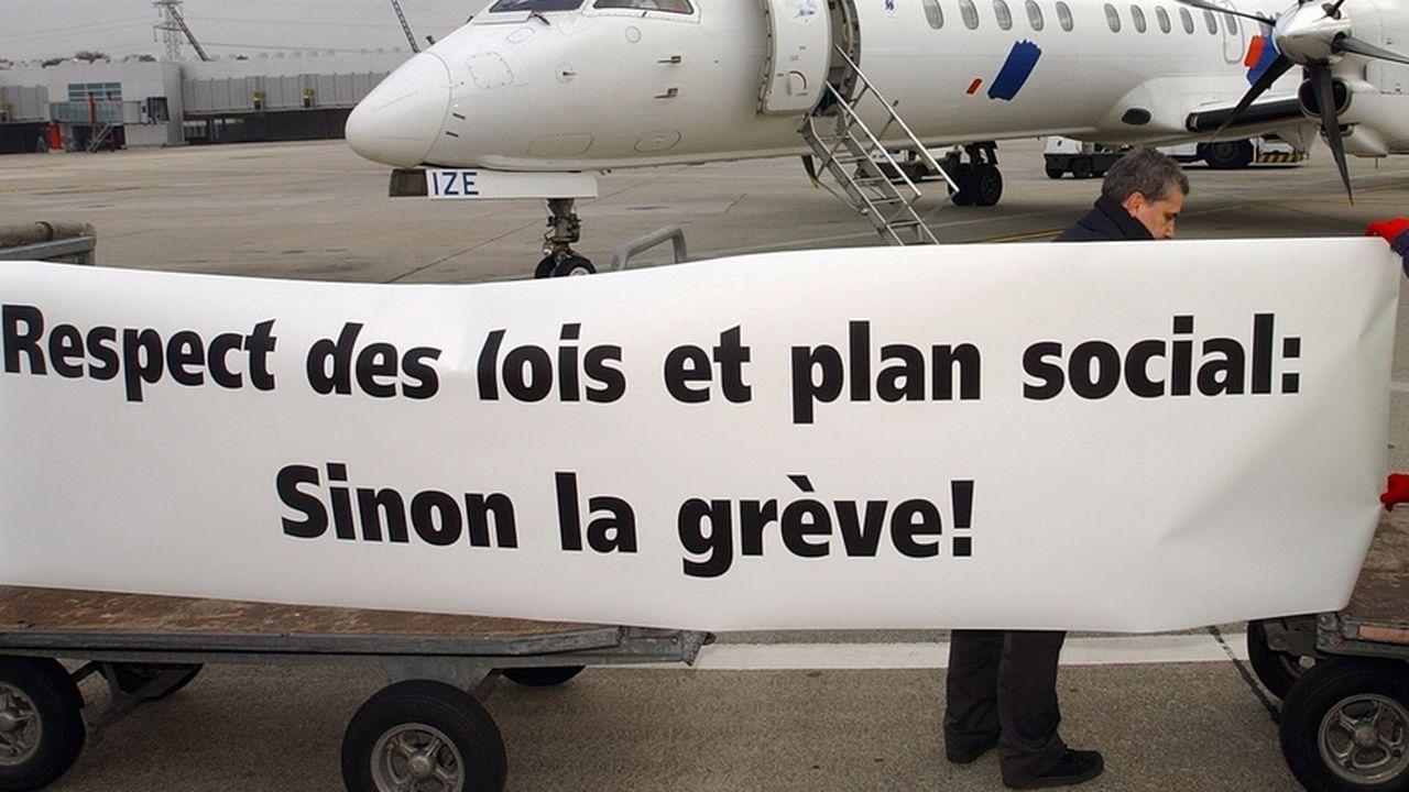 La révision de la loi avait commencé après la faillite de l'ancienne compagnie aérienne Swissair. [Laurent Gilliéron - Keystone]
