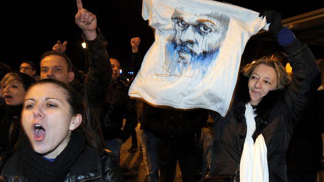 Les fans de Dieudonné ont manifesté devant le Zénith de Nantes. [Jean-Sébastien Evrard - AFP]