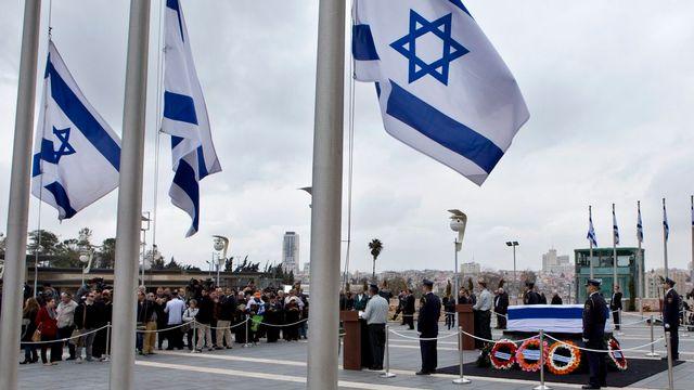 Des milliers d'Israéliens sont allés s'incliner devant le cercueil de l'ancien Premier ministre Ariel Sharon. [Jim Hollander - EPA/Keystone]