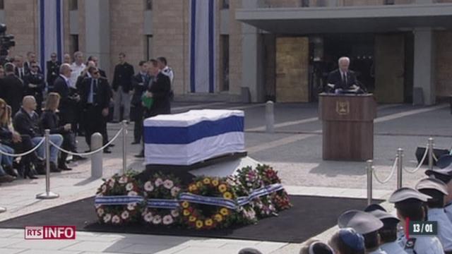 Israël: Ariel Sharon a été inhumé dans son ranch de Neguev au terme d'une journée d'hommages [RTS]