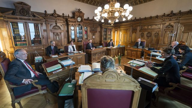 Mercredi 15 janvier: première séance du Conseil fédéral avec Didier Burkhalter à la place présidentielle. [Alessandro della Valle - Keystone]