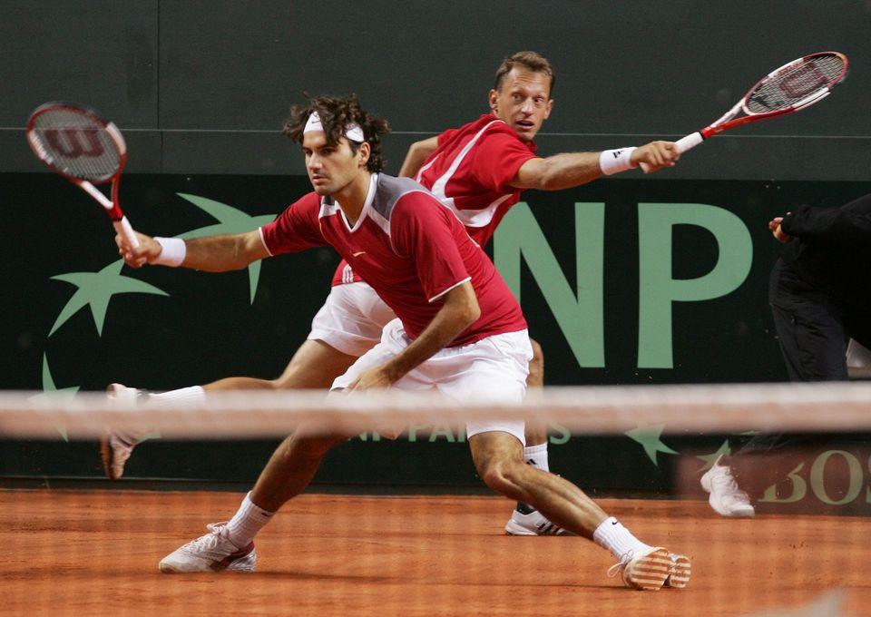 24 septembre 2005: la paire Federer - Allegro lors du duel de Coupe Davis contre la Grande-Bretagne. [Urs Bucher - EQ]