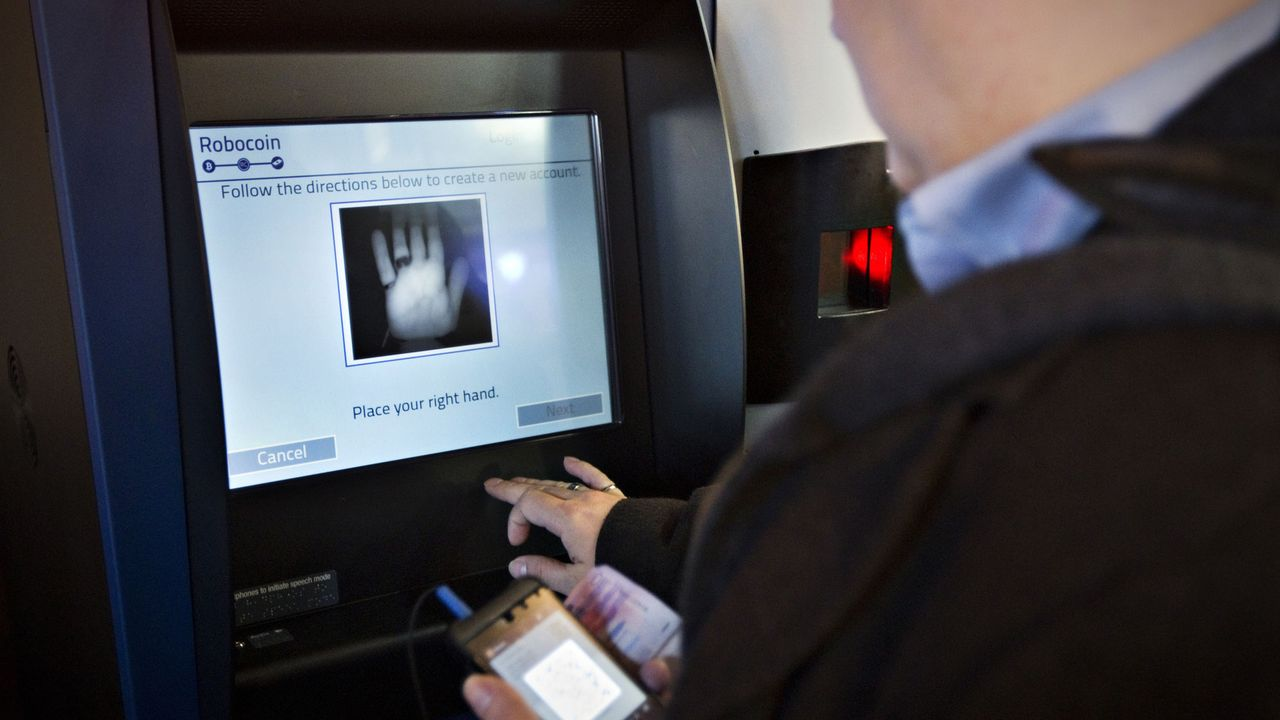 Le premier bancomat à bitcoins a été installé en octobre 2013 à Vancouver (Canada). [Andy Clark - Reuters]