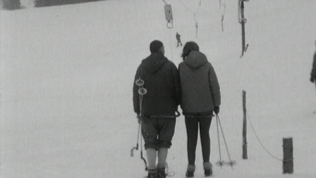 Le téléski de Sur le Vau dans le Val-de-Travers en 1965. [RTS]