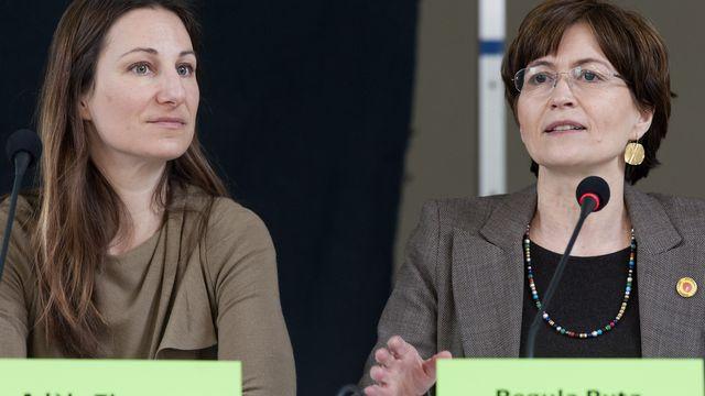 Les co-présidentes des Verts, Adéle Thorens (gauche) et Regula Ritz. [Georgios Kefalas - Keystone]