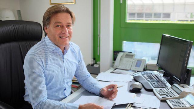 Andrea est propriétaire d'une entreprise de carrelage à Lugano. [gehri.com]
