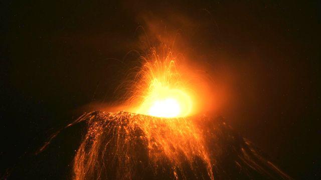 Une alerte orange a été déclarée en Equateur depuis l'éruption, le 1er février, du volcan Tungurahua. [Agencia API]