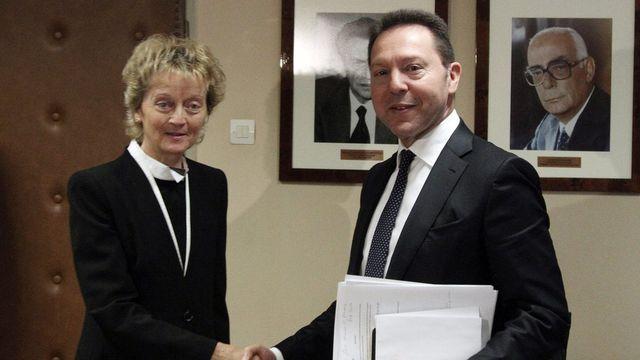 La ministre des Finances Eveline Widmer-Schlumpf en compagnie de son homologue grec Yannis Stournaras. [Alexandros Vlachos - EPA/Keystone]