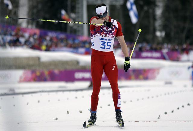 Le poing rageur de Dario Cologna, qui obtient sa troisième médaille d'or olympique, la deuxième à Sotchi. [AP/Gregorio Borgia - Keystone]