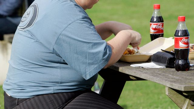 La part de Suisse en surpoids ou obèse a atteint 40%, selon l'OFS. [Kirsty Wigglesworth - AP/Keystone]