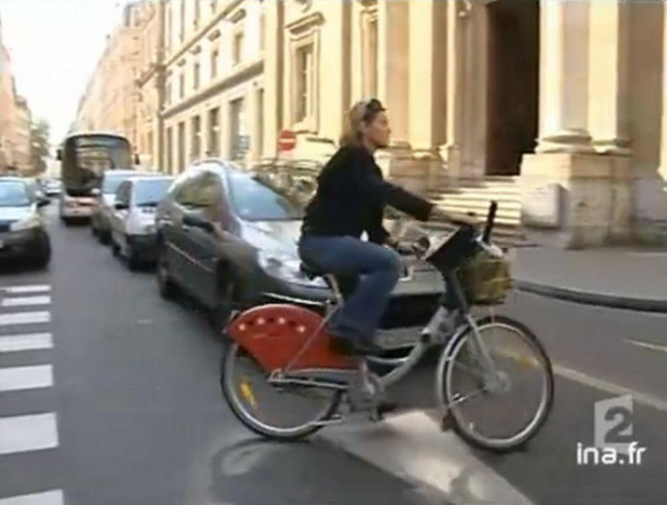 Vélo'v à Lyon - Journal télévisé de France 2 du 29 septembre 2005. [RTS]