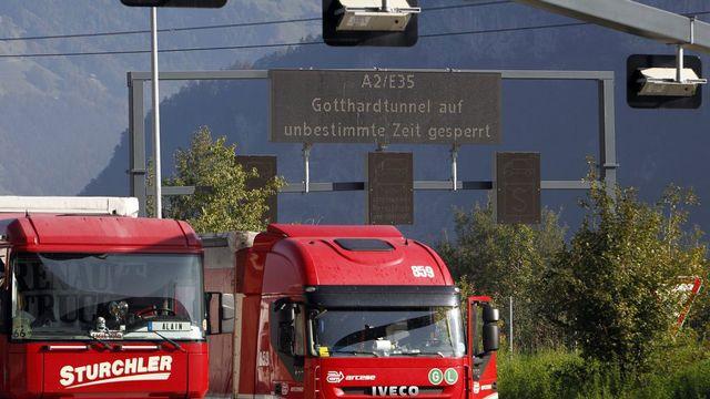 Plus de 1,2 million de camions transitent annuellement à travers les Alpes. [Urs Flüeler - Keystone]