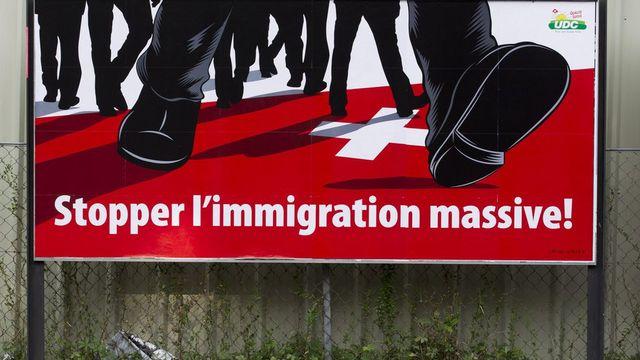 Affiche de l'initiative contre l'immigration massive. [Salvatore Di Nolfi - Keystone]