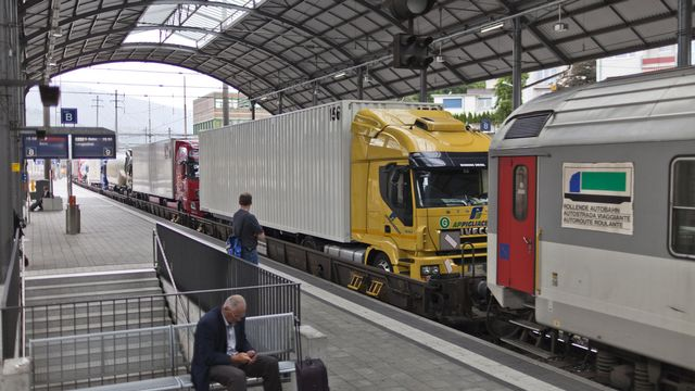 L'initiative des Alpes devait protéger les régions alpines contre le trafic de transit. [Gaetan Bally - Keystone]