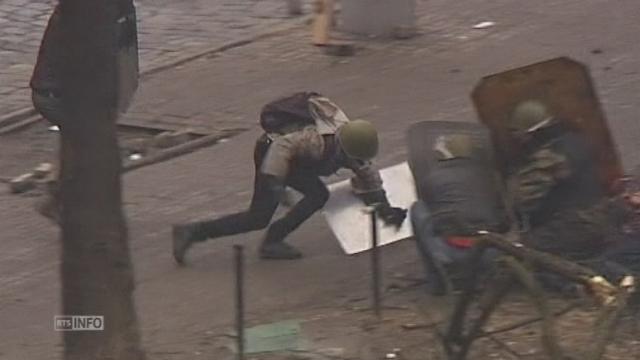 Scènes de guerre dans les rues de Kiev [RTS]