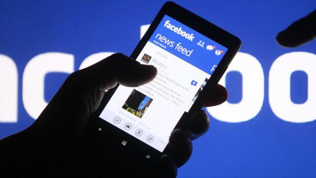 Que doit-on redoute avec le rachat de WhatsApp par Facebook? [Dado Ruvic - Reuters]