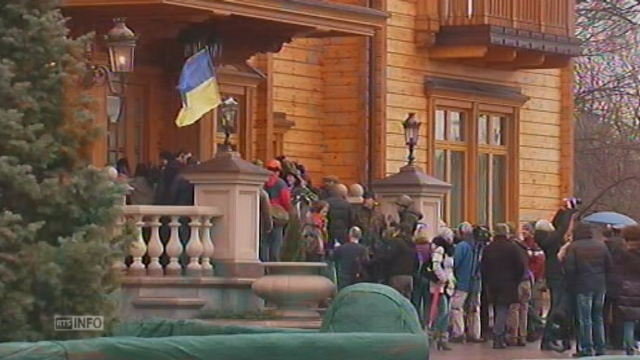 Les Ukrainiens s'emparent de la résidence du président [RTS]