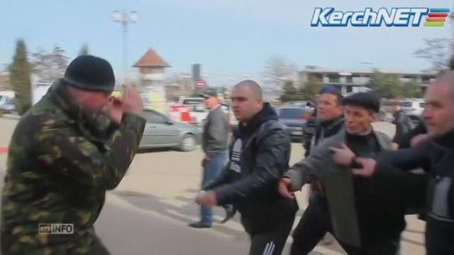 La colère des pro-russes explose en Crimée [RTS]