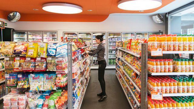 Un shop d'une station-service à Zurich. [Christian Beutler - Keystone]