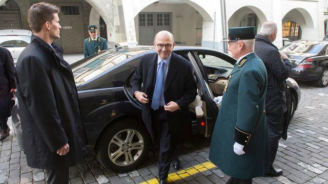 Le ministre français de l'Economie Pierre Moscovici à son arrivée à Berne. [Marcel Bieri - Keystone]