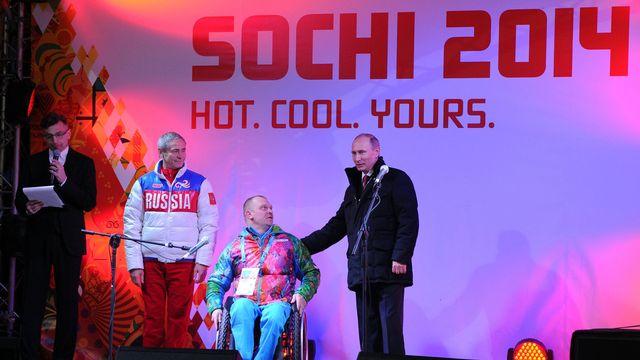 """Vladimir Poutine est venu soutenir """"ses"""" athlètes paralympiques à Sotchi. [Alexey Nikolsky - Ria Novosti/AFP]"""
