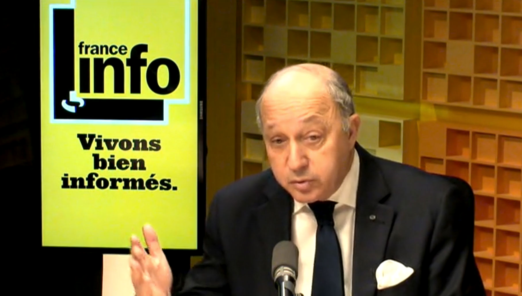 "Laurent Fabius juge ""possible"" des sanctions contre des proches de Vladimir Poutine."