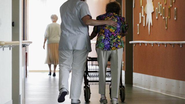 L'initiative socialiste pourrait apporter un coup de pouce aux retraités les plus démunis. [Keystone]