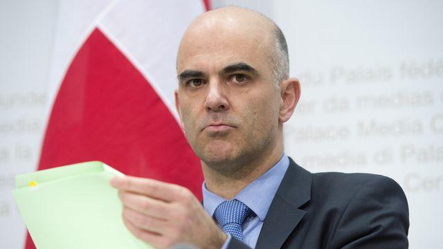 Le conseiller fédéral Alain Berset ne se rendra pas aux Jeux paralympiques de Sotchi. [Marcel Bieri - Keystone]
