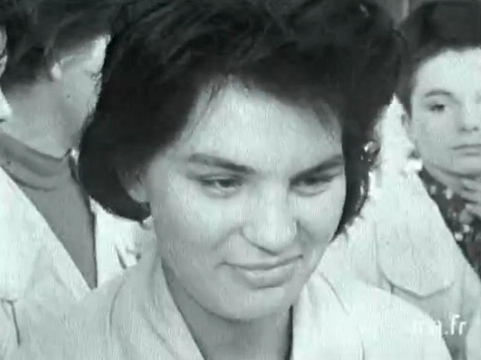 Propos d'une jeune ouvrière sur la politique - 25 mars 1965. [INA]
