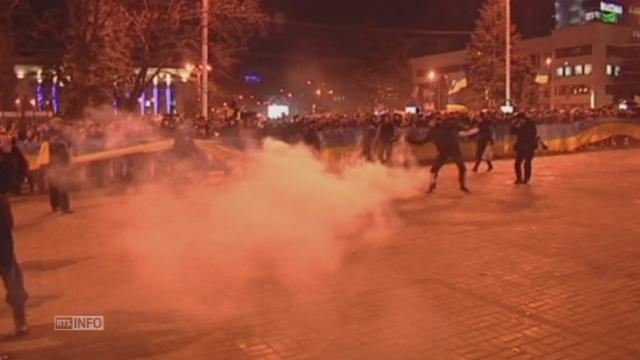 Affrontements entre manifestants rivaux à Donetsk en Ukraine [RTS]