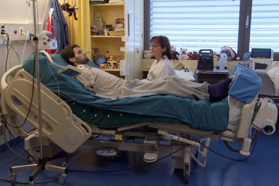 Dans les hôpitaux, l'hypnose est utilisée pour calmer les douleurs, les angoisses et certains troubles chroniques. [RTS]